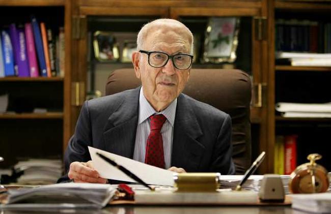 """Chân dung tỷ phú già nhất nước Mỹ: Từ thần đồng toán học đến ông trùm bảo hiểm, biểu tượng của """"Giấc mơ Mỹ"""""""