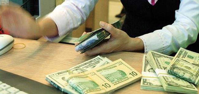"""Dự trữ ngoại hối lập """"đỉnh""""mới, ngân hàng """"rộng tay"""" bán USD"""