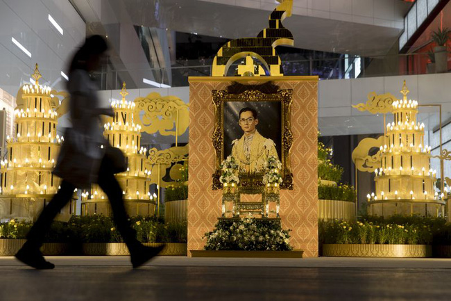 Sau một năm để tang nhà vua, kinh tế Thái Lan chuẩn bị hồi sinh