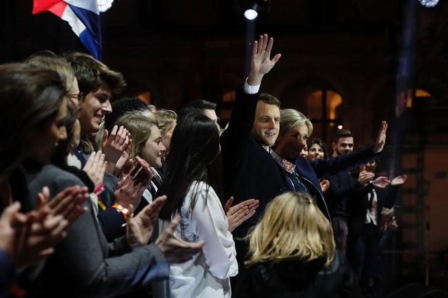 Đồng euro đi ngang sau khi lập đỉnh 6 tháng so với USD nhờ chiến thắng của ông Macron