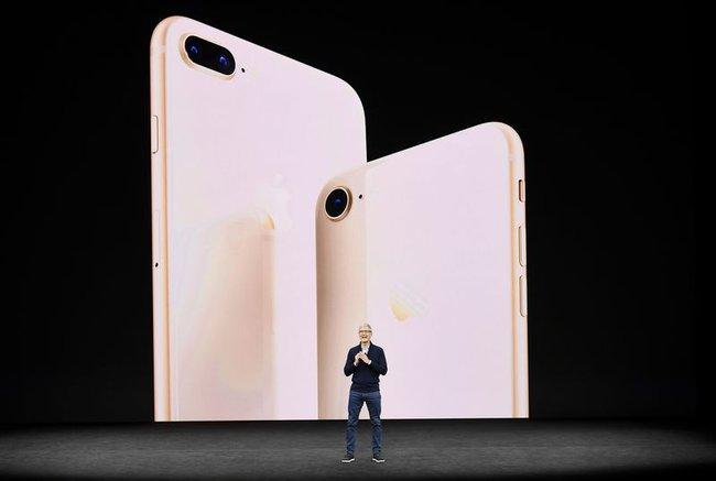 "iPhone 8 ""ế"", cổ phiếu Apple tụt dốc"