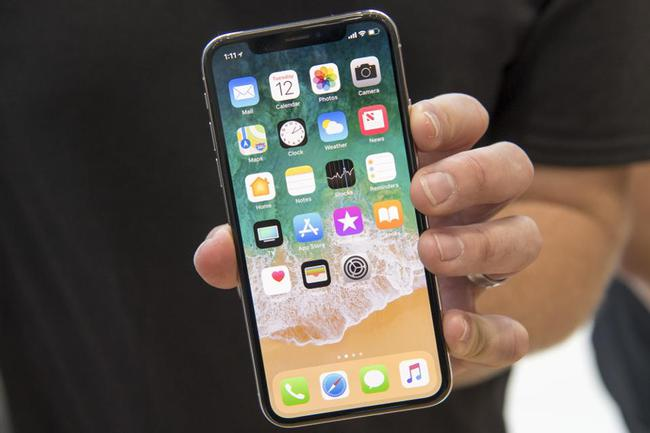 Bỏ túi tới 110 USD cho mỗi chiếc iPhone X bán ra, Samsung mới là kẻ thắng lớn từ siêu phẩm của Apple?