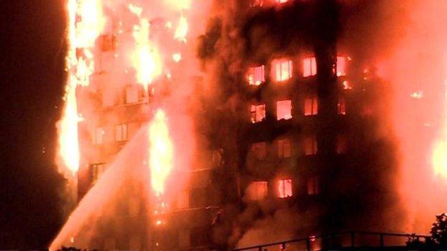 Cao ốc 27 tầng chìm trong biển lửa, nhiều người mắc kẹt