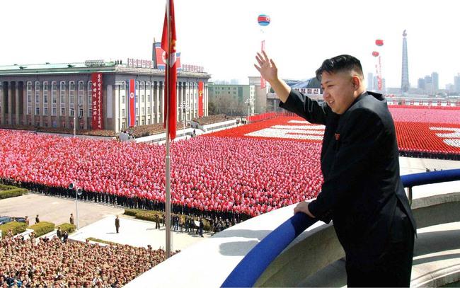 Video Triều Tiên diễu binh hoành tráng phô diễn sức mạnh