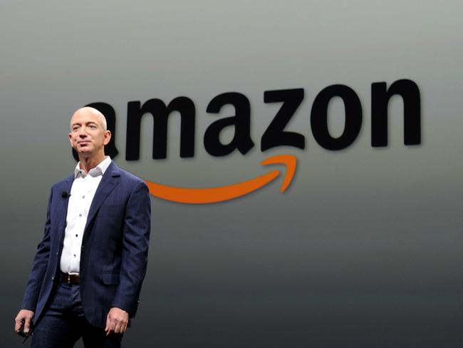 """Cổ phiếu Amazon vượt mốc 1.000 USD lần đầu tiên trong lịch sử, khắc sâu """"cái chết"""" của bán lẻ truyền thống"""