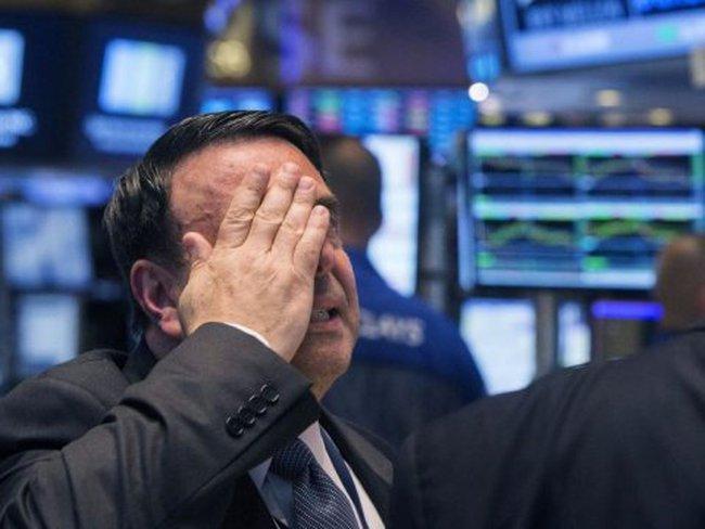 Chứng khoán Mỹ lao dốc cực mạnh, Dow Jones giảm hơn 370 điểm vì Tổng thống Trump