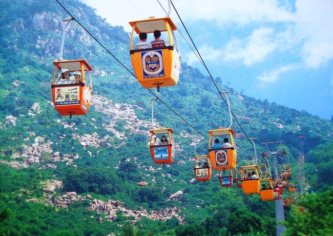 Khách Trung Quốc tăng vọt, ngành du lịch chọn phát triển nhanh hay bền vững?