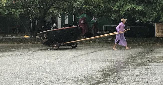 Ảnh: Người dân hối hả chằng nhà, tháo mái tôn hàng loạt để tránh bão