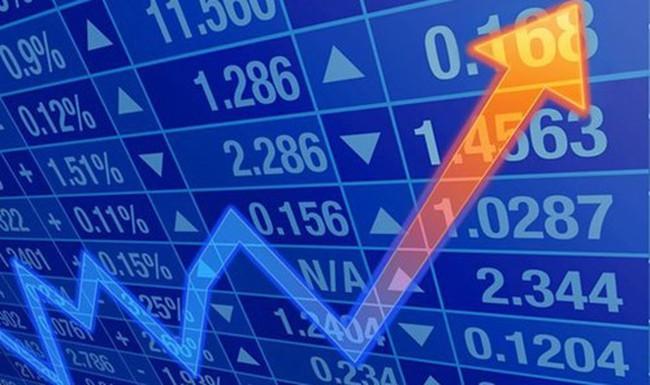 """[Infographic] Top 10 cổ phiếu có mức tăng """"phi mã"""" trong năm 2016"""
