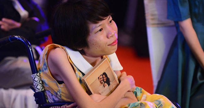 """Từ tuổi thơ """"bố mẹ chỉ mong cả nhà chết cùng nhau"""" đến 3 giải thưởng sáng kiến xã hội lớn nhất Châu Á của cô giám đốc nhỏ bé"""