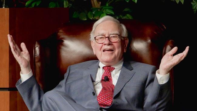 Warren Buffett: Thà thuê 1 người thợ sửa ống nước còn hơn là phí tiền cho các quỹ