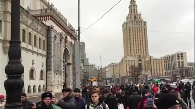 Hàng loạt địa điểm ở Moskva cảnh báo có bom, người dân vội vã sơ tán