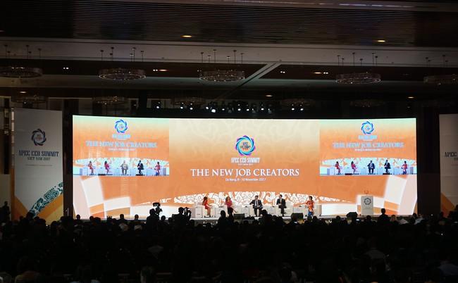 CEO Summit ngày thứ 2 tìm giải pháp cho những số phận bị bỏ lại sau sự phát triển