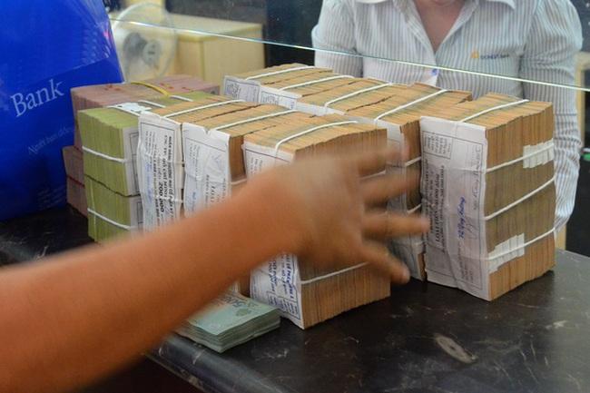 Nghị quyết xử lý nợ xấu là thông tin tích cực với BIDV, Sacombank