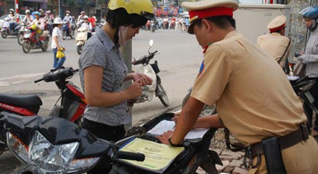Tham gia giao thông, bắt buộc phải mang những giấy tờ gì?