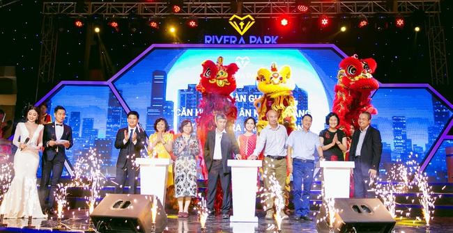 Tưng bừng lễ bàn giao căn hộ Rivera Park Sài Gòn