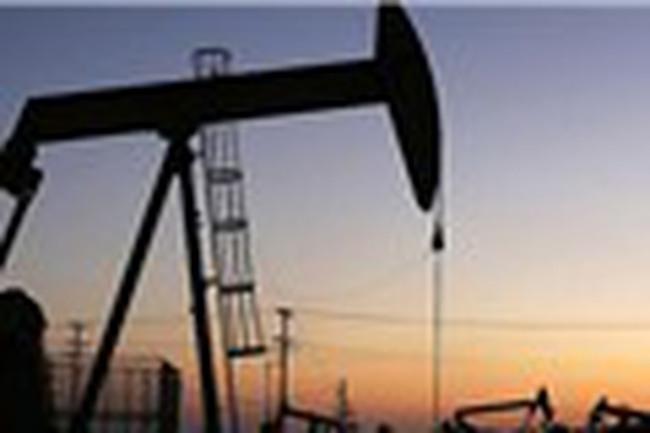 Giá dầu thô tiếp tục giảm mạnh do ảnh hưởng từ cơn bão Harvey