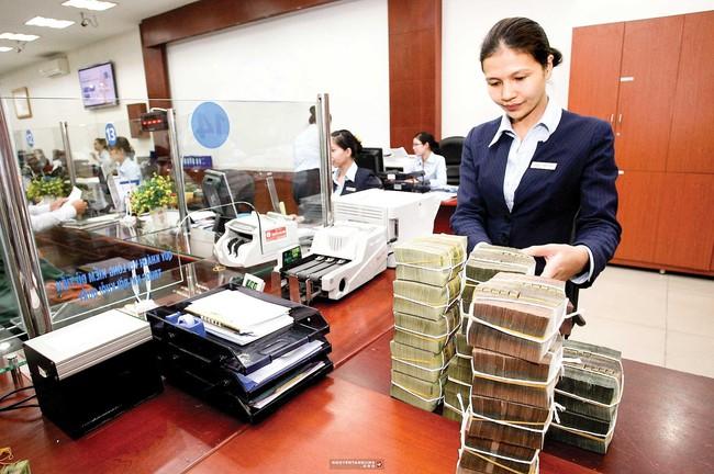 Các ngân hàng sẽ phải nỗ lực tiết giảm chi phí hoạt động để hỗ trợ chủ trương ổn định lãi suất