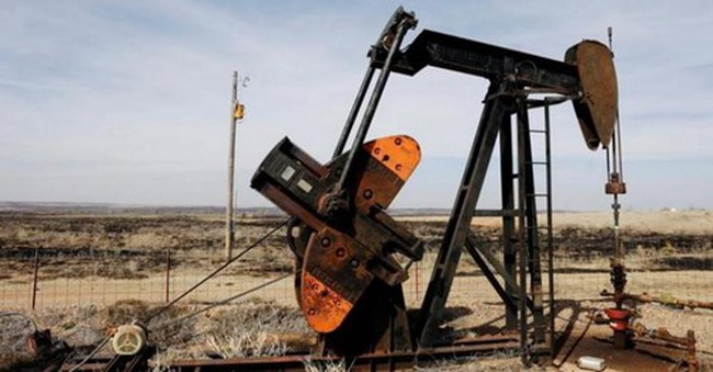 Giá dầu giảm do tin bất lợi từ Mỹ