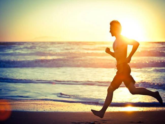 Hãy thử ngủ sớm dậy sớm trong 2 tháng, bạn sẽ hiểu vì sao đây là thói quen của người thành công