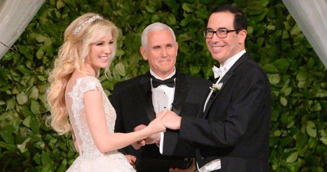 Đệ nhất phu nhân nước Mỹ quyến rũ trong chiếc đầm hồng đi dự tiệc đám cưới Bộ trưởng Bộ Tài chính