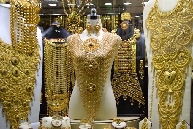 Chênh lệch với vàng thế giới giảm xuống dưới 4 triệu đồng mỗi lượng