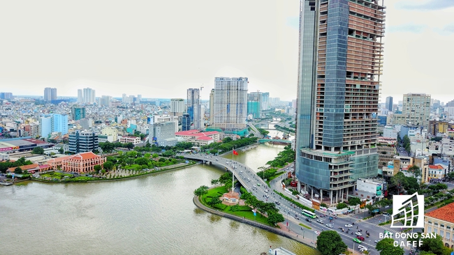 Bến Vân Đồn nhìn từ trên cao, hàng loạt chung cư cao cấp làm thay đổi diện mạo cung đường đắt giá bậc nhất Sài Gòn