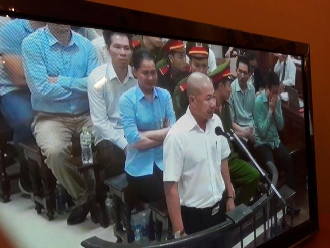 Hà Văn Thắm, Nguyễn Minh Thu bật khóc khi nhân viên nói không oán trách