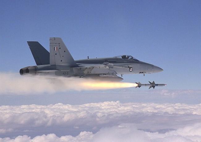 Chiến đấu cơ Mỹ lần đầu bắn hạ máy bay Syria