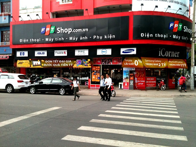 """Dragon Capital và VinaCapital """"ôm"""" toàn bộ 30% cổ phần chào bán cho tổ chức của FPT Shop"""