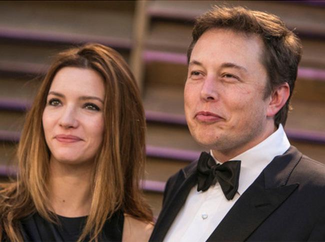 """""""Sống chung với siêu nhân"""": Vợ cũ Elon Musk nói gì về quãng thời gian hôn nhân cùng nhà sáng lập Tesla?"""