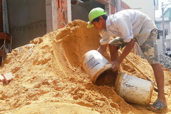 Loạt dự án xây dựng tại Tp.HCM điêu đứng vì giá cát tăng