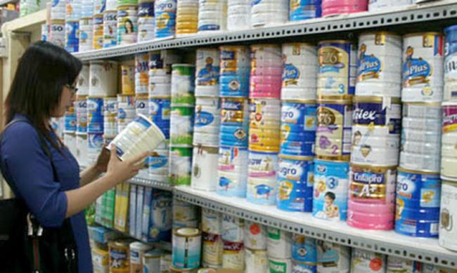 """Giá sữa vẫn ổn định sau nửa tháng ngừng """"bình ổn"""""""