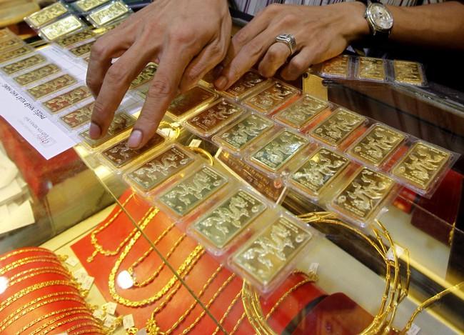Giá vàng vẫn lình xình, khoảng cách với thế giới co hẹp về 2,1 triệu đồng/lượng