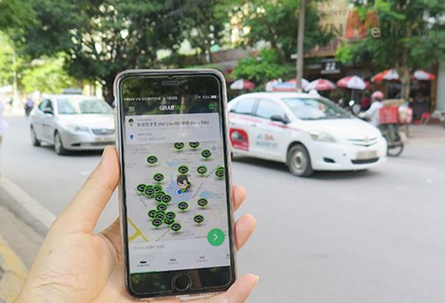 Dừng cấp phép thí điểm mới taxi Grab, Uber