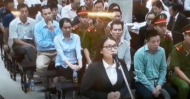 Hoàng Thị Hồng Tứ khai gì tại tòa sáng 30/8?