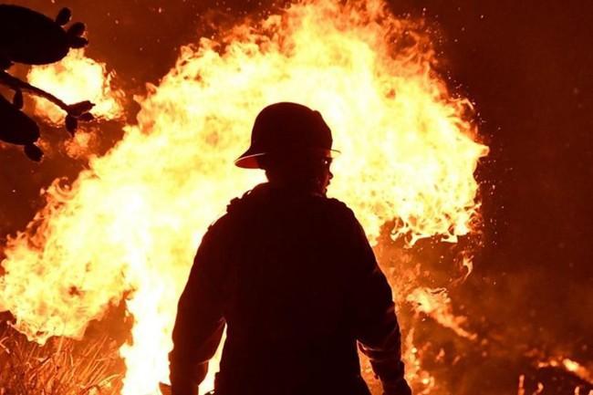 Cháy rừng dữ dội ở bang California, 150.000 người di tản