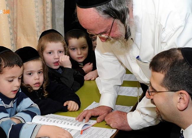 """Nhìn cách người Do Thái dạy con để hiểu vì sao họ """"sản sinh"""" ra nhiều người thành công, tài giỏi đến vậy"""
