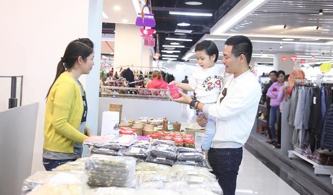 Hấp dẫn hội chợ xuân 63 tỉnh thành giữa Thủ đô