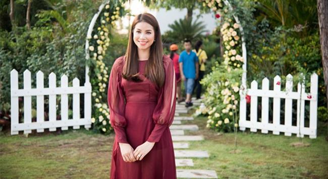 Hoa hậu Phạm Hương rạng rỡ tại biệt thự hoa hồng Flamingo