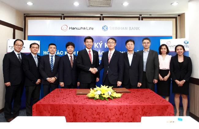 Hanwha Life và Shinhan Bank ký hợp tác kinh doanh bảo hiểm