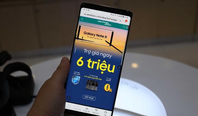 """Ngày đầu tiên mở bán Note 8: Trợ giá 6 triệu đang là chương trình """"nóng"""" tại Viettel Store"""