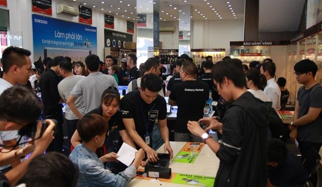 Ngày mở bán Galaxy Note8: Cứ 25 giây trôi qua lại có 1 máy được bán ra tại FPT Shop