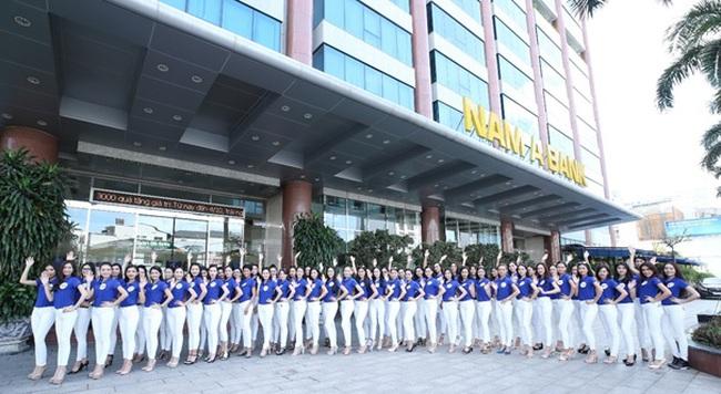 Trước thềm bán kết, thí sinh HHHVVN 2017 trải nghiệm các dịch vụ tại Nam A Bank