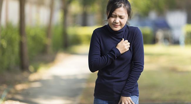 Nhận biết dấu hiệu và triệu chứng bệnh đột quỵ lúc giao mùa