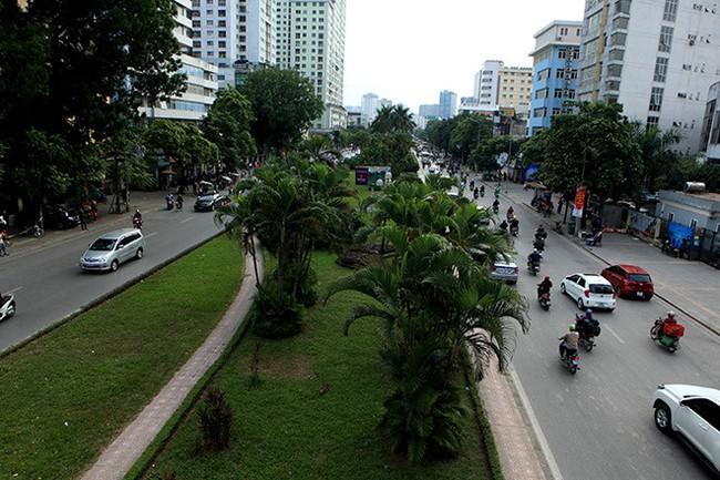 Con đường được mệnh danh đẹp nhất Thủ đô trước ngày bị xén dải phân cách