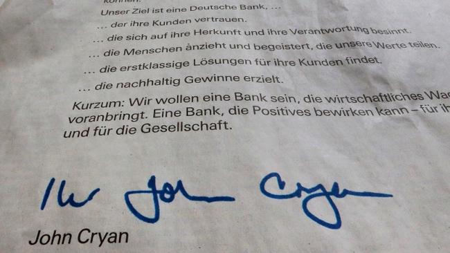 Kinh doanh bết bát, CEO Deutsche Bank lên báo nói lời xin lỗi
