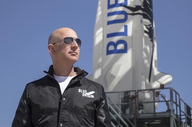 Không chỉ đầu tư vào bất động sản, chạy đua vũ trụ, Jeff Bezos còn tiêu tiền vào du lịch và những thú vui xa xỉ