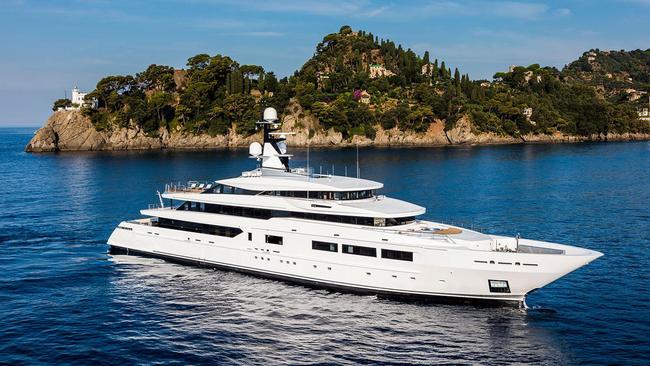 Khám phá siêu du thuyền Suerte sang trọng bậc nhất thế giới với mức giá tới 689.000 USD/tuần