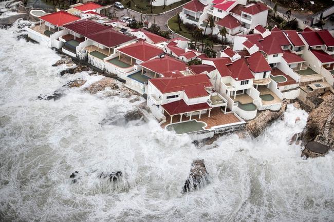 """Những hình ảnh về hậu quả tàn khốc của cơn bão Irma - Siêu bão quái thú """"cày nát"""" mọi nơi nó đi qua"""